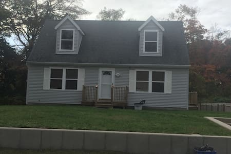Renovated House 4 bed rooms with 2 full bath room - Mastic Beach