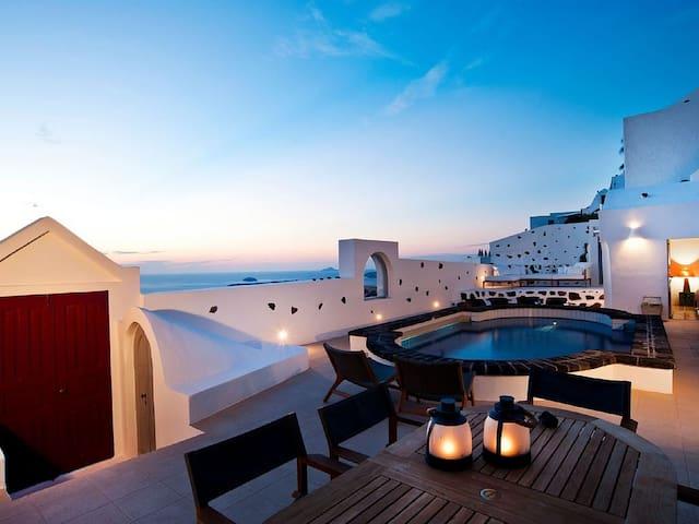 A Beautifull Private Villa On The Caldera Cliff - Thera - Villa