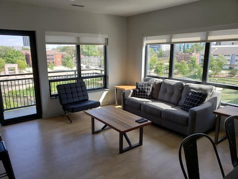 Midtown Plaza - Campustown Luxury Apartment
