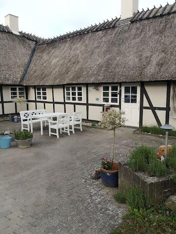 Stråtækt, idyllisk bondehus tæt på Svendborg