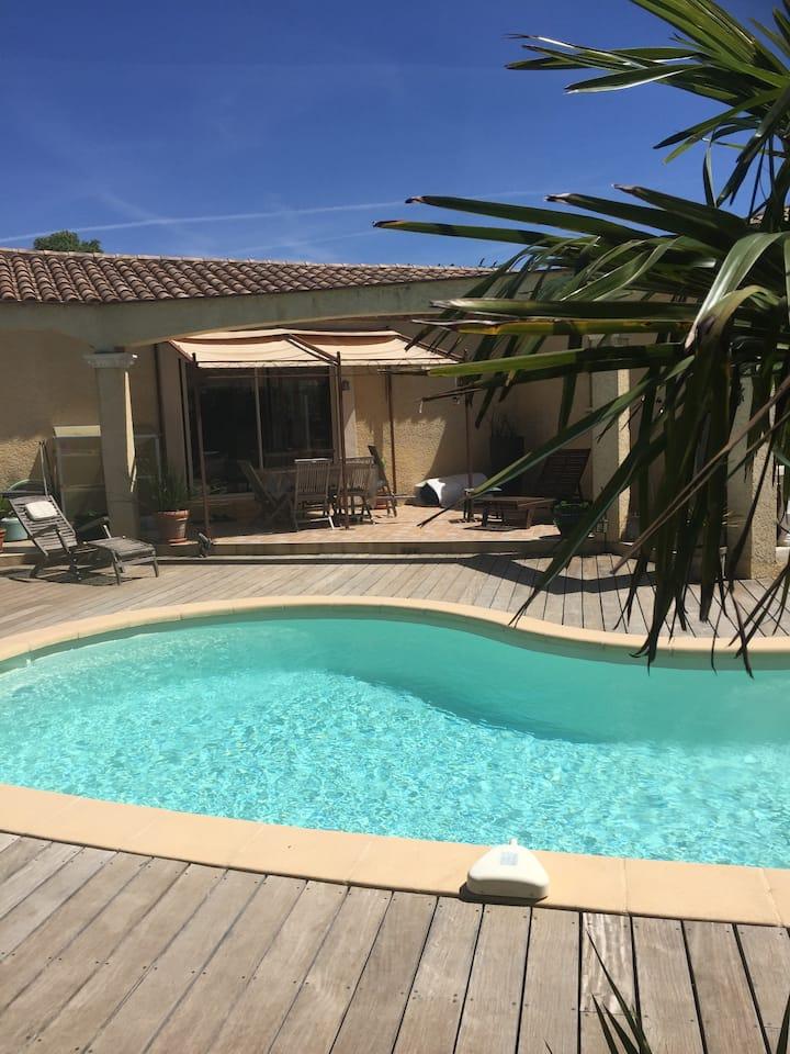 Villa 6/8 pers. clim. piscine,  rivière et nature