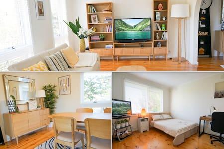 Spacious Bedroom with TV & Study Desk - Glen Waverley - Dům