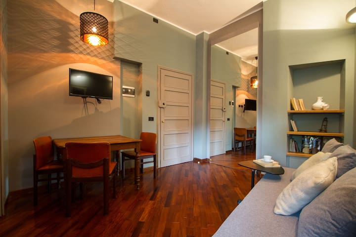 Fancy apt in historical building in Duomo Area (3)