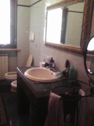 Affitto calda stanza a 1-2 persone. - Foligno - Apartment