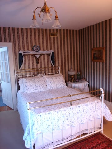 The Victoria Room - Collingwood - Bed & Breakfast
