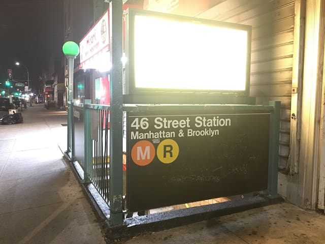 The best location - ASTORIA 46th st