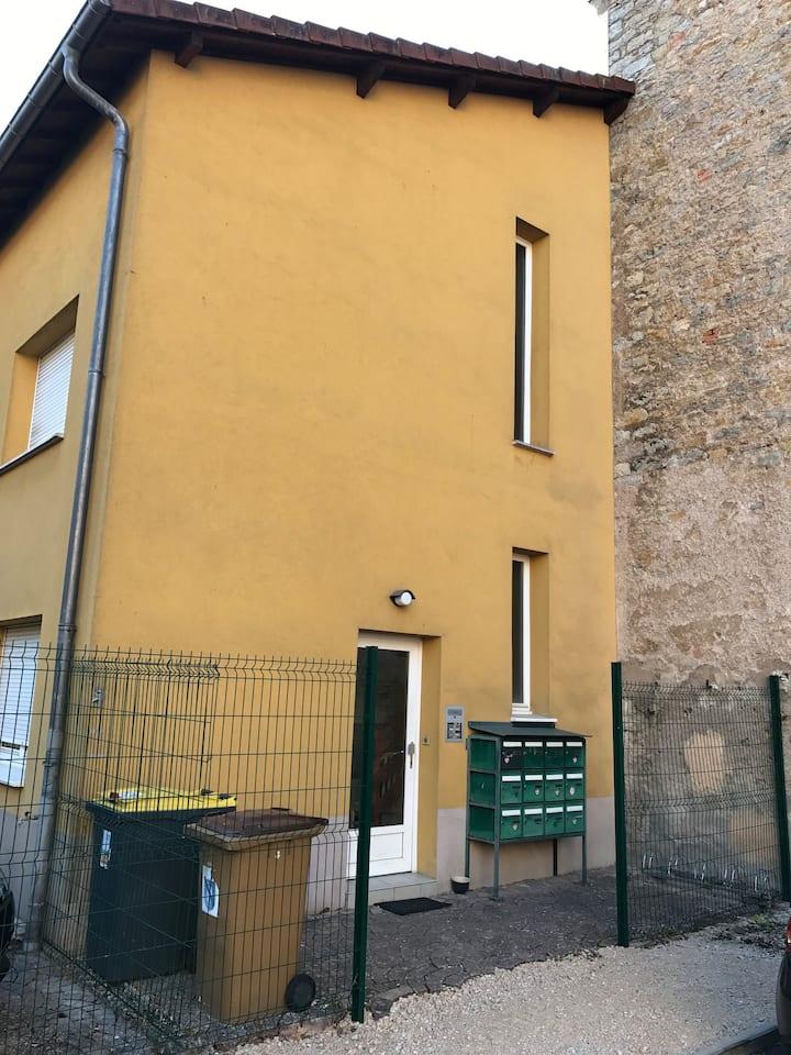 Belfort studio meuble N7 au 1er étage
