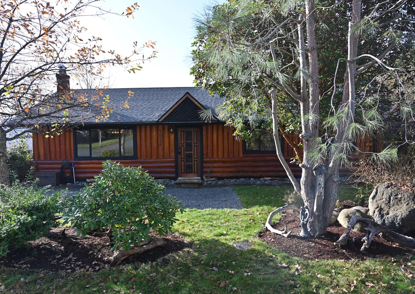 Private & quiet 1/4 acre surrounded by fruit trees yet located within walking distance to local fishing dock, park, pub, beaches, and town core of Sooke.  Enhance your stay with 1/2 hr Swedish massages for two consecutively by the fireplace for $99.