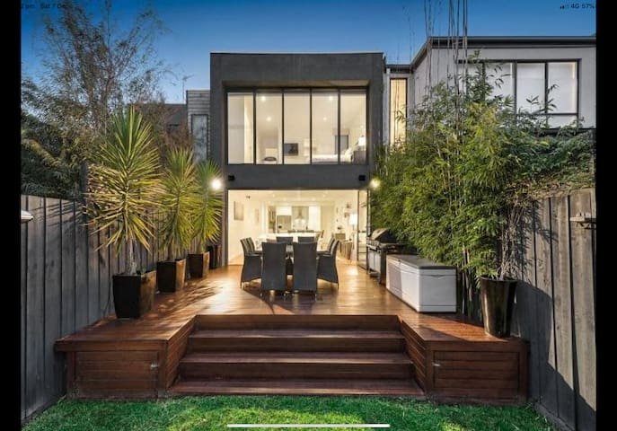 Stylish living in the heart of trendy South Yarra