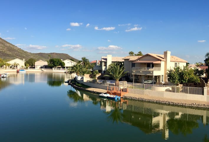 Relaxing Spring Training Lake Home - Glendale - Huis