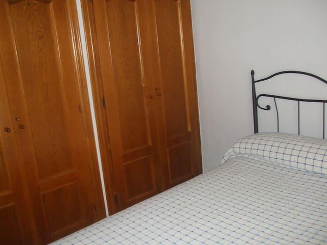 Habitación privada cama 135  centro de Fuengirola.