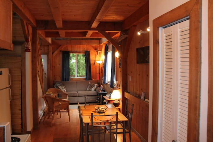 Black Bear Cottage - Ucluelet - Hytte