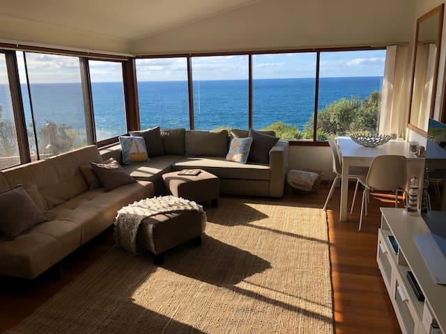 Direct Ocean views - 2 mins walk to Dee Why beach