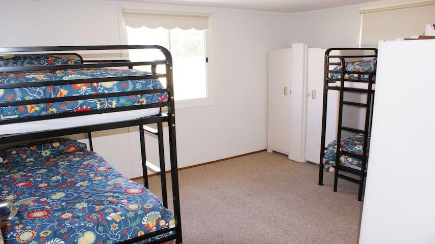 Bedroom 3 - 2x single bunks