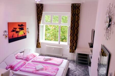 Lovely room in heart of Neukölln. - Берлин - Квартира