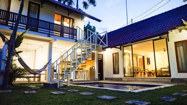 New Beautifull 3 bedroom villa walk to beach