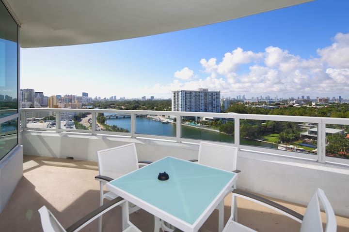 Fontainebleau Bayview Apartment