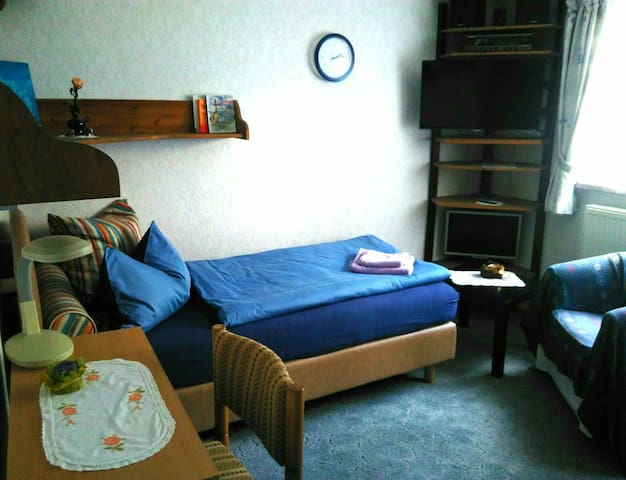 Komplettes Einzelzimmer