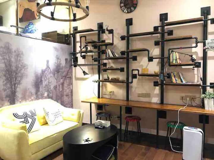 超值优惠!抢手网红复式:市中心福田香蜜湖网红打卡复式美寓(双地铁)FuTian