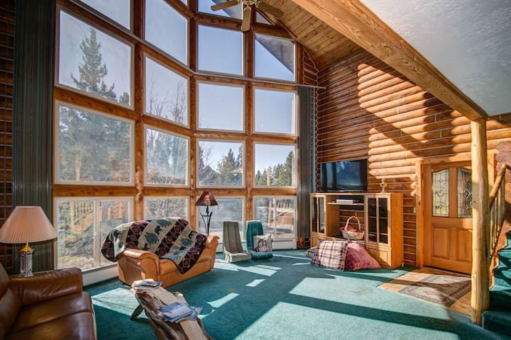 Stormhold - Beautiful Home in Downtown West Yellowstone for Monthly Stays!