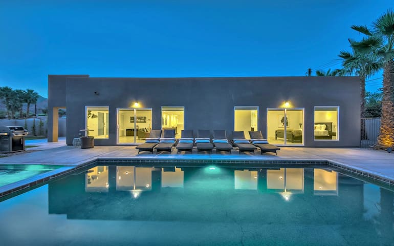 4 luxury suites | Pool, spa, 7 lounge chairs!