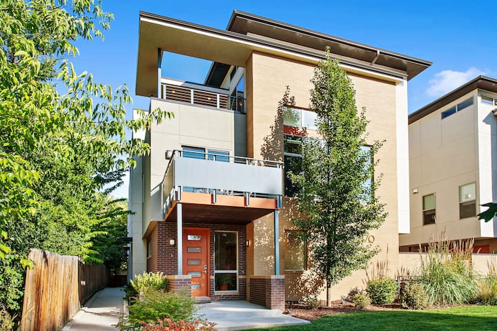 Bright Contemporary Townhouse Near DU, Shared