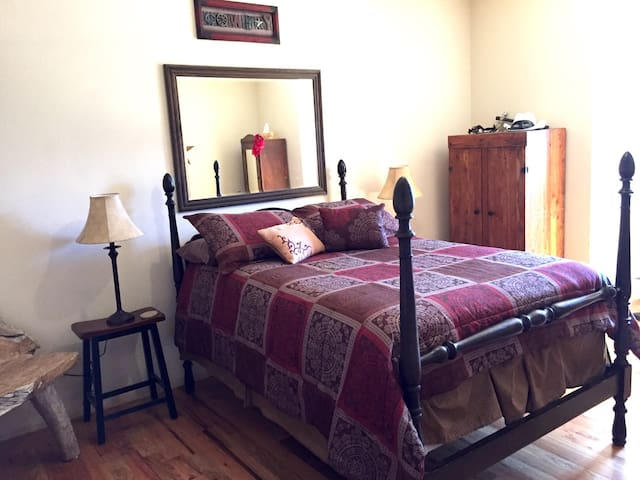 Bed + Futon, Private Bath Upstairs Red Cliffs View - Kanab