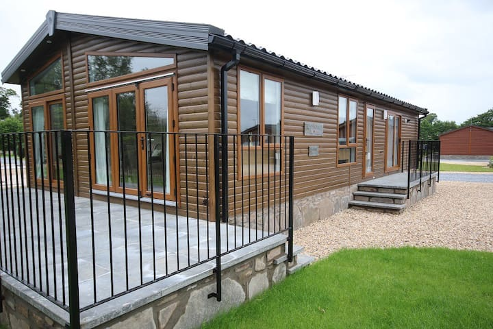 Stunning Luxury Lodge in Dunning, Perthshire