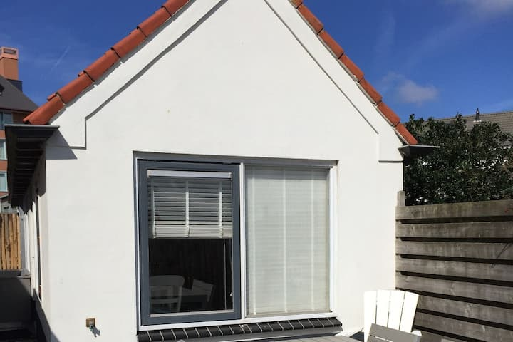 Lovely Holiday Home in Egmond aan zee with Fenced Garden