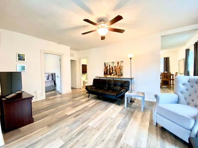 Winding down after a fun day on the trails? The spacious living room is a great retreat! Two futons in the living room unfold to create extra sleeping spaces for four more guests.