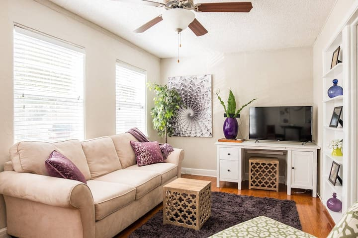 Cozy + Central 1BR | Walk Along Bayshore + SoHo