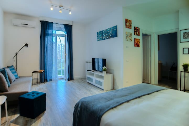 ENRI HOUSE   appartamento 4 ospiti near the center
