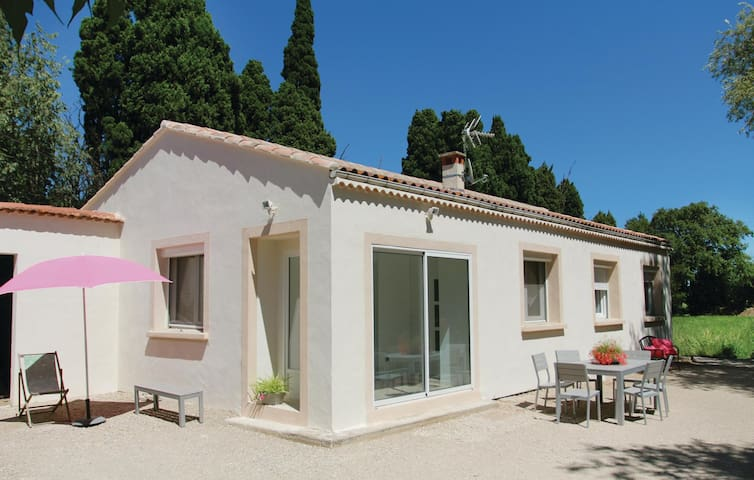 Holiday cottage with 4 bedrooms on 100 m² in Salon de Provence