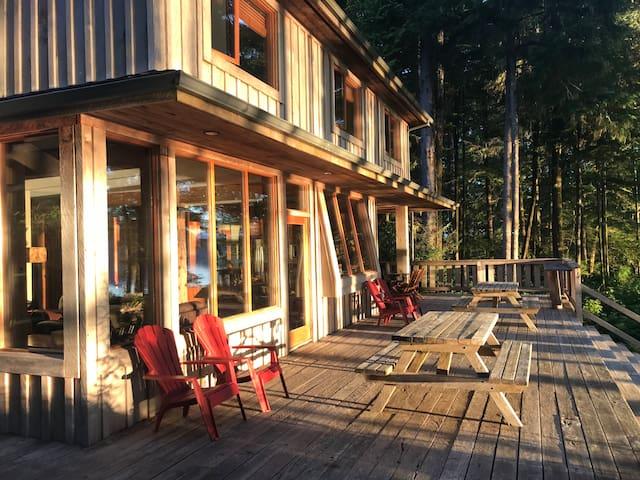 Tofino View House - 1 acre, waterfront paradise!