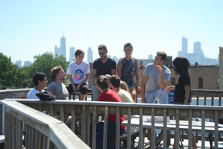Group up to 12 wBreakfast in hostel - Chicago - Bed & Breakfast