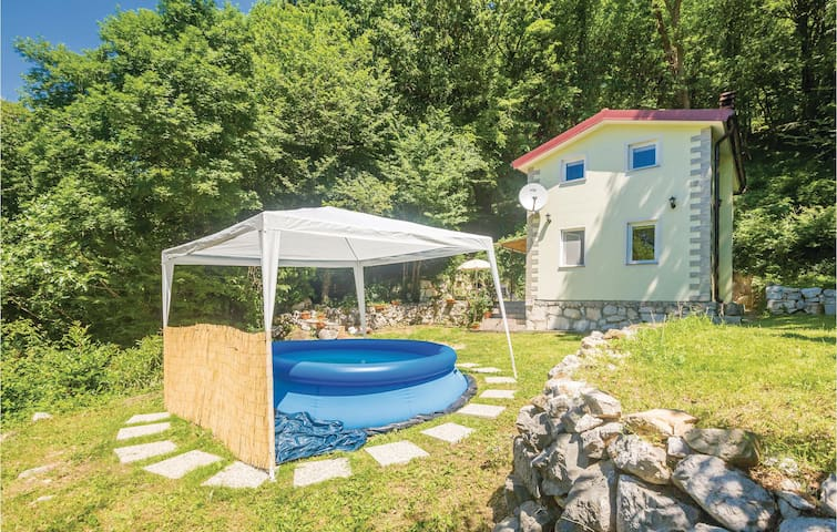 Holiday cottage with 2 bedrooms on 55 m² in Krizisce