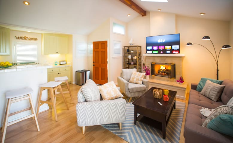 Cozy Downtown Santa Barbara 2BD Cottage