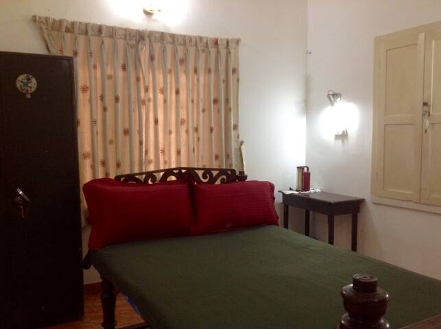 Private room with attached bath, Kochi City - Ernakulam