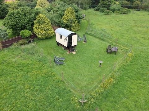 Secluded Traditional Shepherds Hut