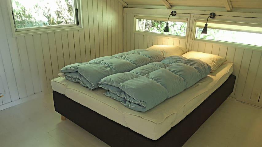 Master bedroom Fantastiske senge så du rigtig kan blive udhvilet i ferien. Str.: 140x200 cm