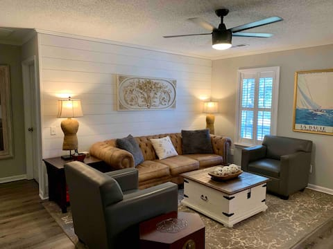 WOW! 3BR Retreat: Walk 2 UWG/Near Tanner/Southwire