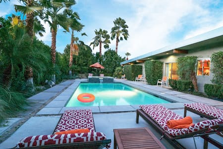 GORGEOUS PVT MODERN RETREAT HOME - Palm Springs