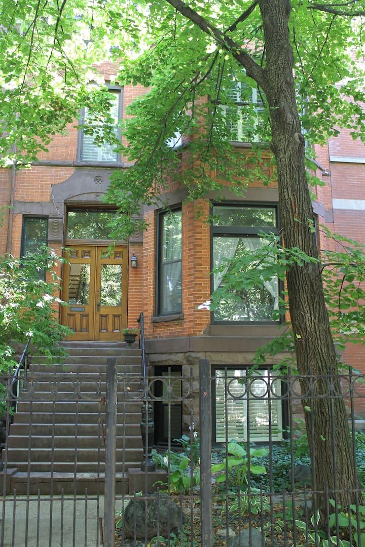 Cozy garden apartment historic Jackson Bvld.