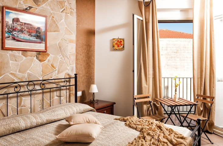 "Suite with kitchen and private balcony ""Lipari"""