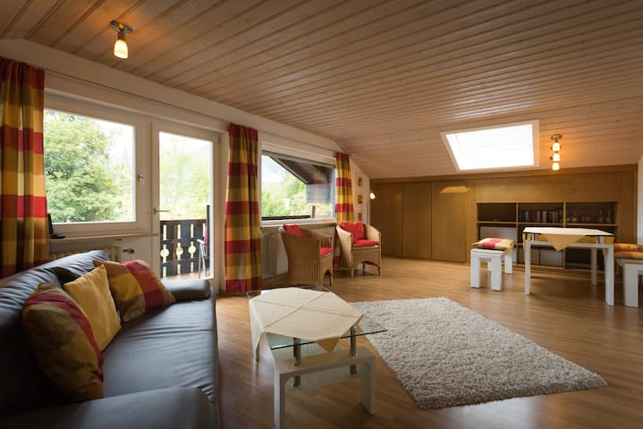Familiengeeeignete DG-WG mit Balkon+Panoramablick