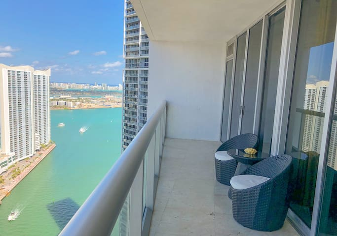 LUXURY Highrise Oceanview @ W + FREE SPA