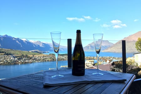 Stunning views from your bed! - Queenstown