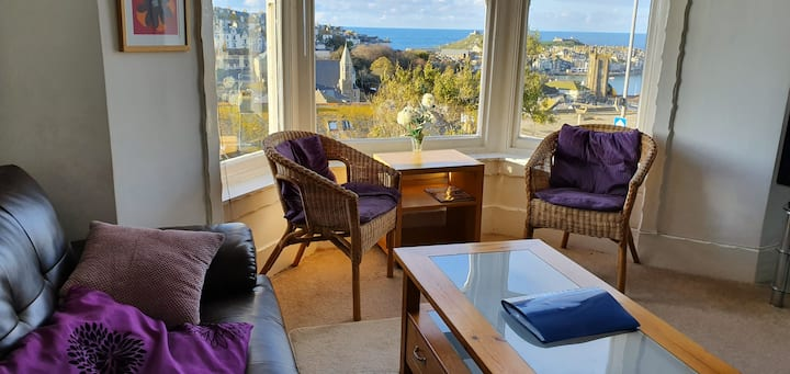Stunning sea views in spacious flat with parking