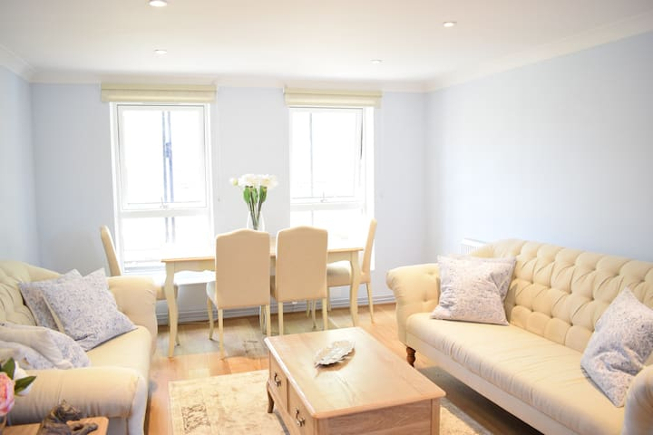 Fantastic 2 Bed Apartment In The Heart Of Chelsea