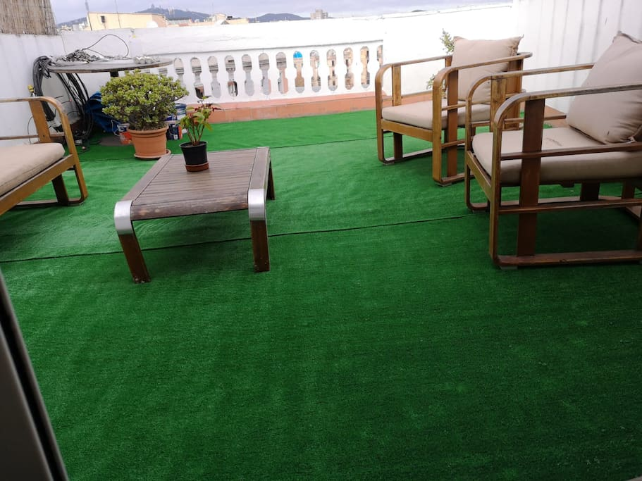 We had to remove the wooden floor due to filtrations. We have temporary artificial grass! TERRACE HUTB-001094 03